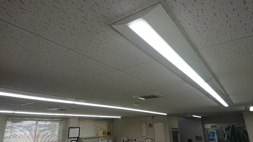 写真:高効率蛍光灯・LED照明への転換